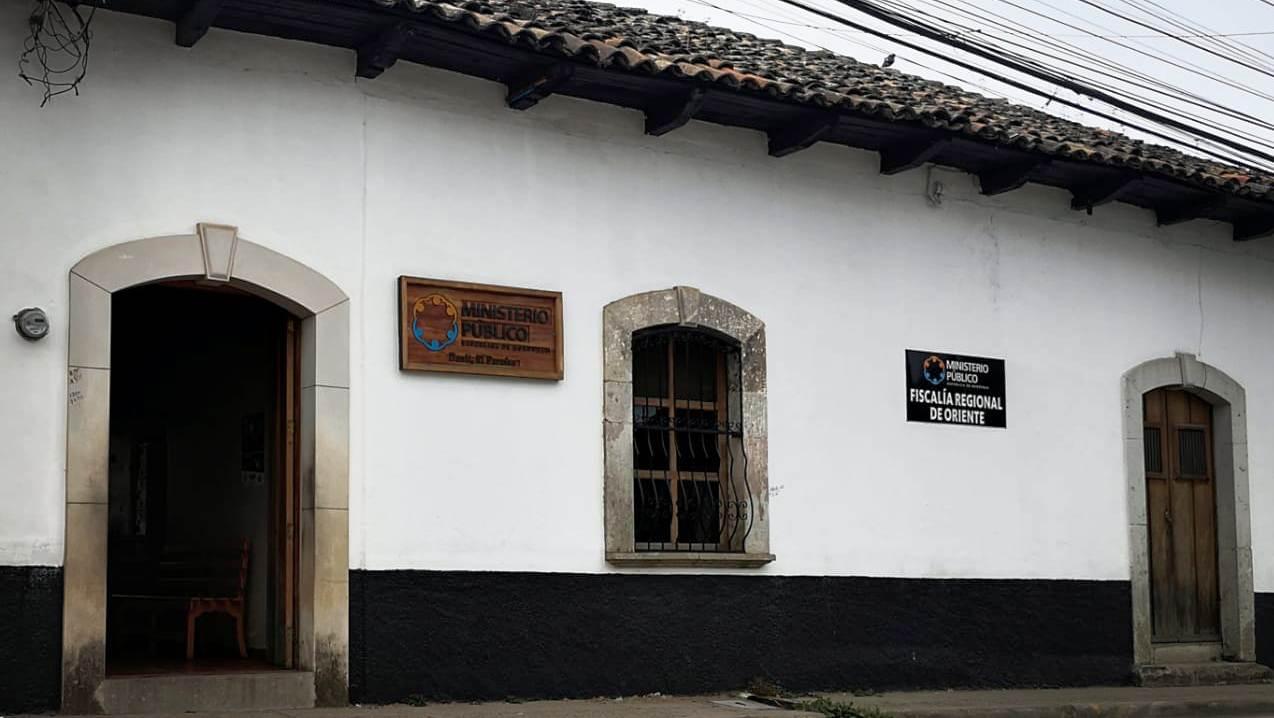 FACHADA FISCALÍA DANLÍ 4 DE COSTADO