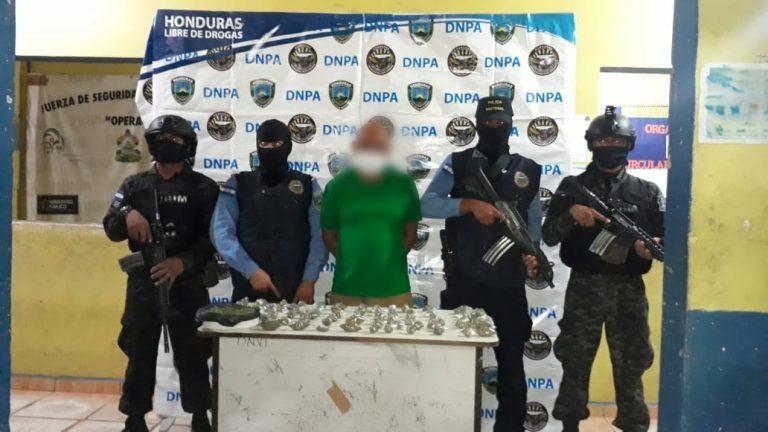 En allanamiento detienen a presunto distribuidor de drogas en Sabá