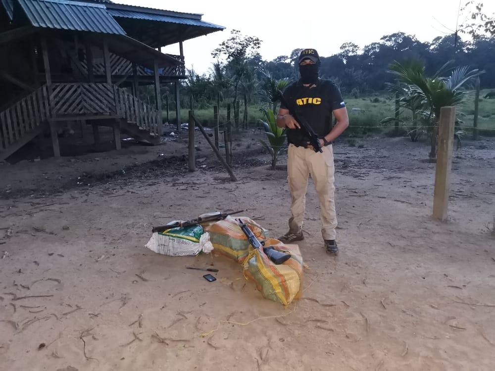 FESCCO y ATIC allanan hacienda de Brus Laguna donde escondían otros 73 kilos de presunta cocaína de avioneta interceptada