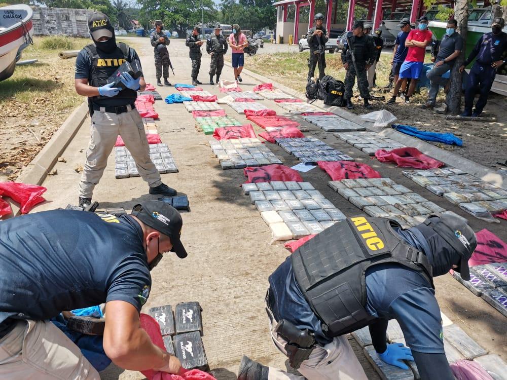 739 kilos de cocaína son incautados en lancha denominada Borussia Dortmun en nuevas acciones antinarcóticos del MP