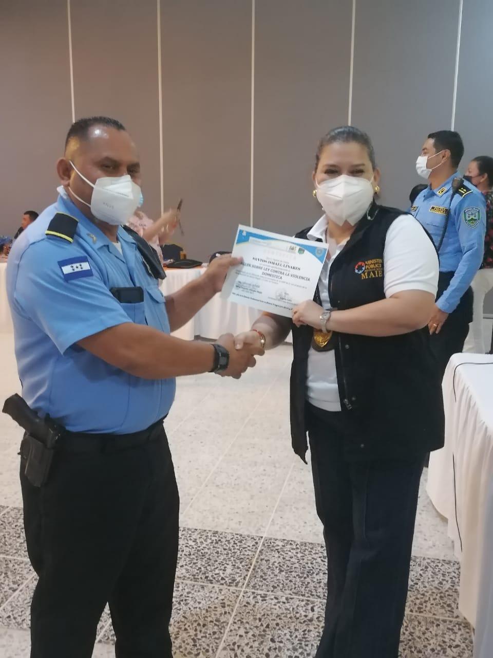 cxapacitación a 120 policías